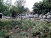 Τα αρχαία τείχη στη τοποθεσία \