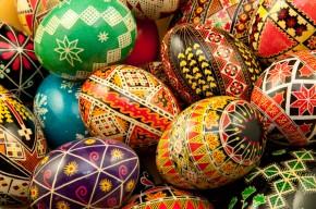 Χρωματιστά αυγά με σχέδια