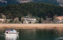 Βαρκάδα στη λίμνη