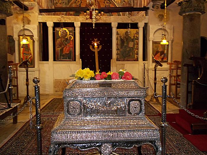 Ο τάφος της Αγίας Θεοδώρας.