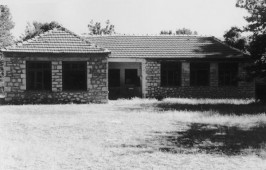 Άποψη παλαιού δημοτικού σχολείου στον οικισμό Μικρού Περιστερίου