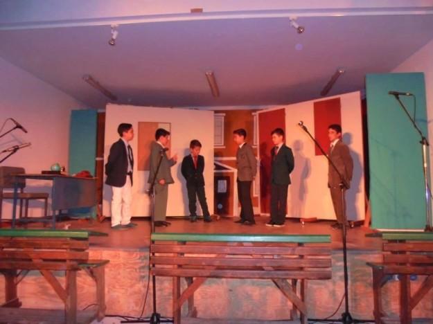 θεατρική παρασταση Μεθώνη Μάιος 2015