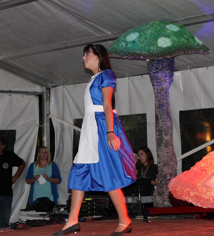 Θεατρική παράσταση-Η Αλίκη στη χώρα των Μανιταριών